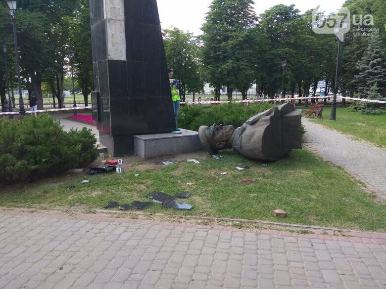 Варвары - в Харькове сегодня снесли бюст маршала Жукова