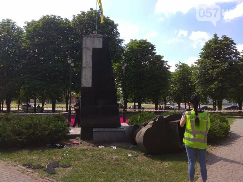 В Харькове снесли бюст маршала Жукова, - ФОТО, фото-2