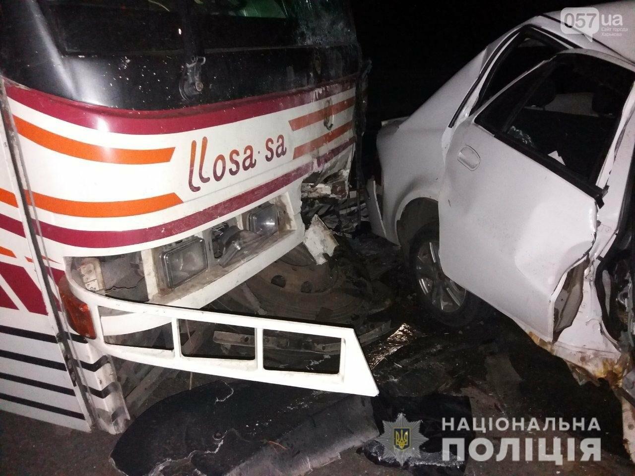 """В Валках - смертельное столкновение """"Geely"""" и пассажирского автобуса. От удара машину разорвало на две части, - ФОТО, фото-1"""