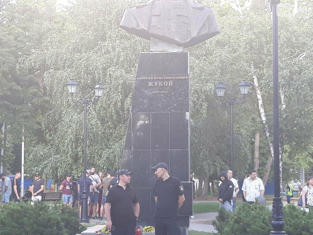 «Ветры сами снесут памятник Жукову»: в Харькове активисты протестовали против восстановления бюста, - ФОТО, фото-9