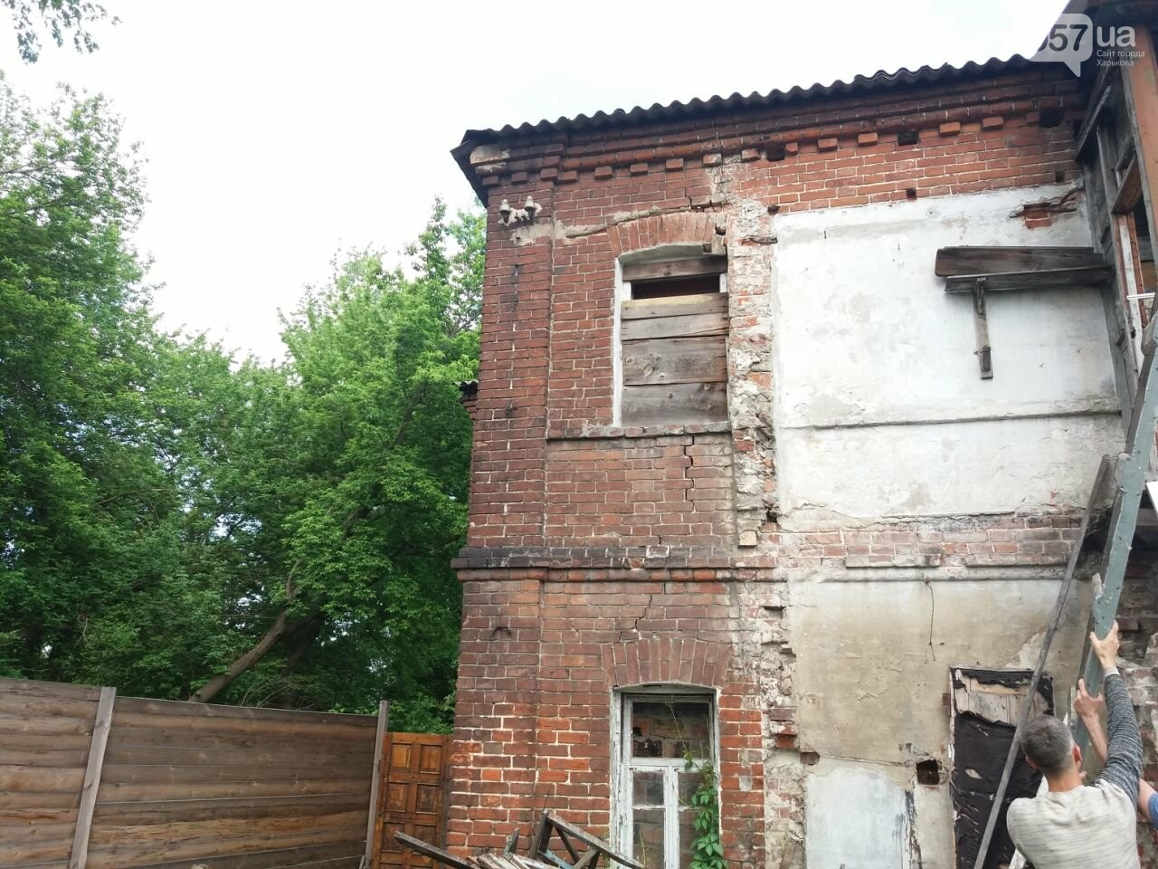 10 лет без ремонта: почему в Харькове не спешат восстанавливать аварийный дом, - ФОТО, фото-31
