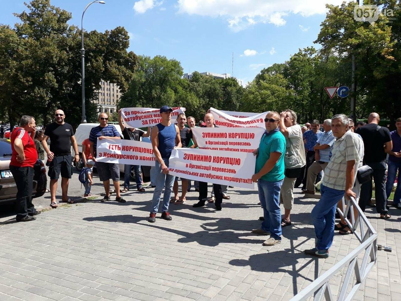 «Долой коррупцию»: в Харькове протестовали сотрудники самого крупного пассажирского перевозчика в области, - ФОТО, фото-18