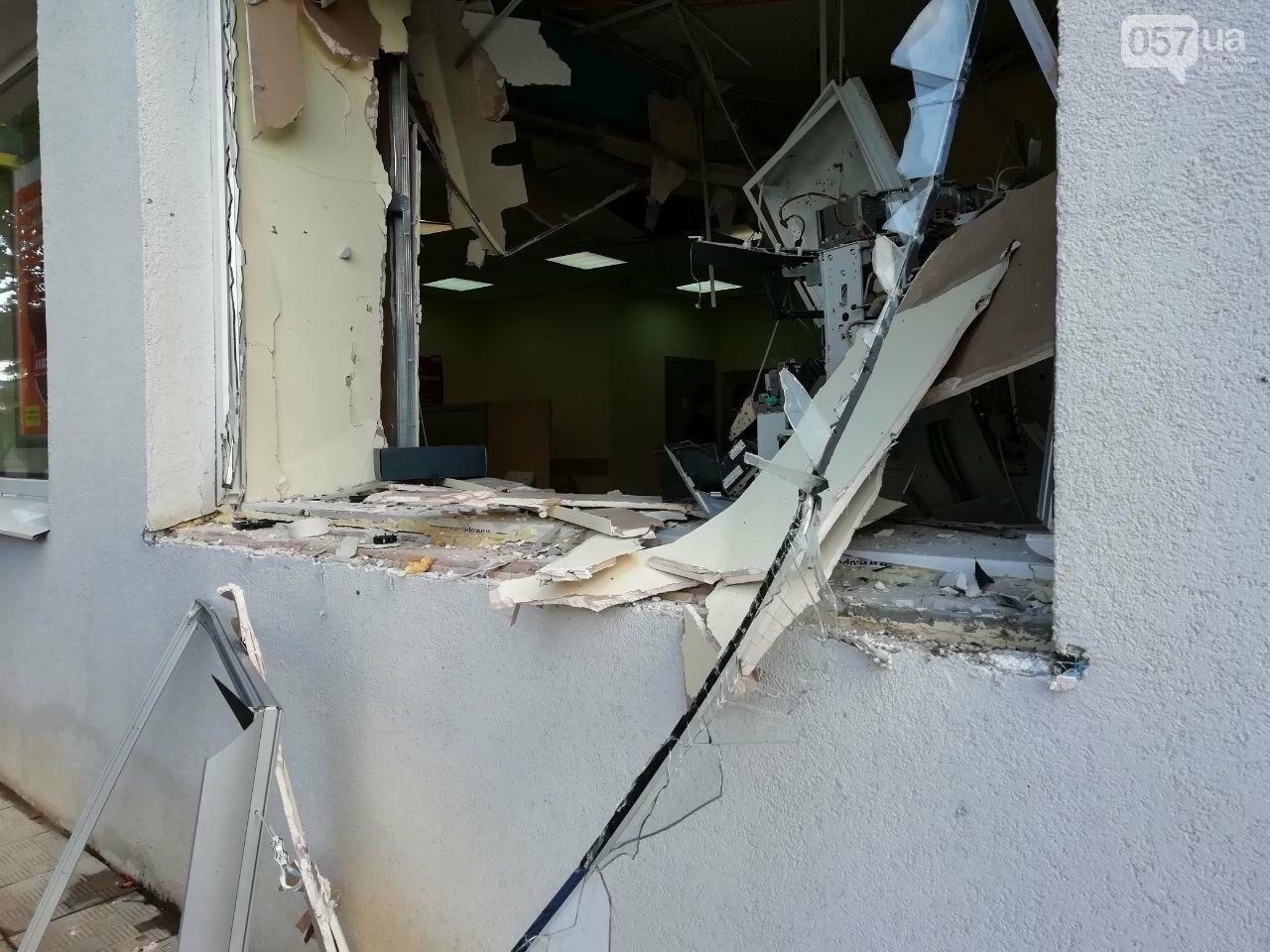 """""""Посыпались стекла и вынесло металлическую дверь"""": подробности взрыва банкомата на Клочковской, - ФОТО, ВИДЕО, фото-2"""