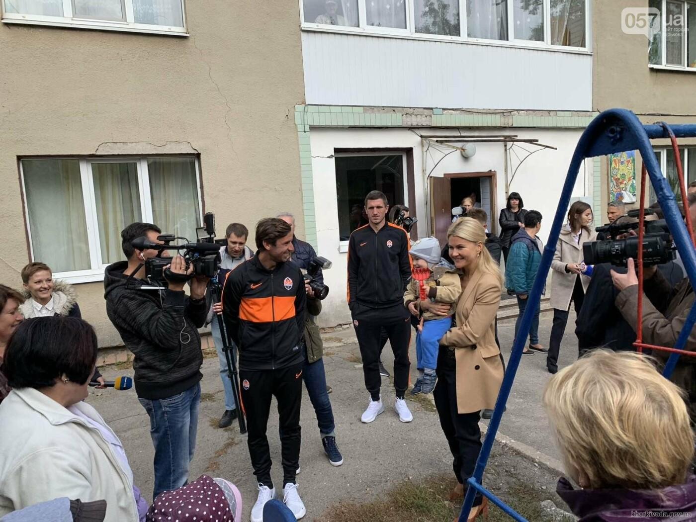 Юлия Светличная вместе с игроками ФК «Шахтер» посетила дом ребенка , фото-1