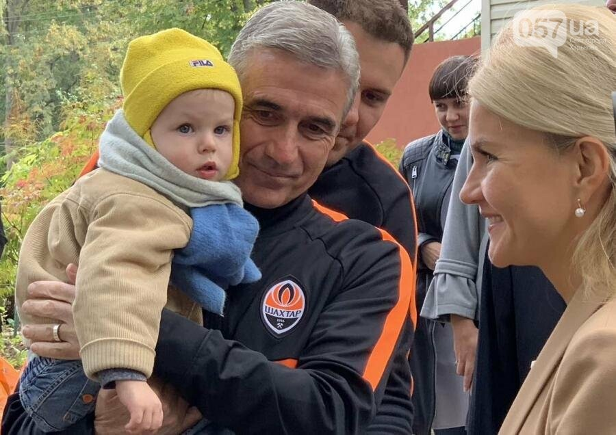 Юлия Светличная вместе с игроками ФК «Шахтер» посетила дом ребенка , фото-3