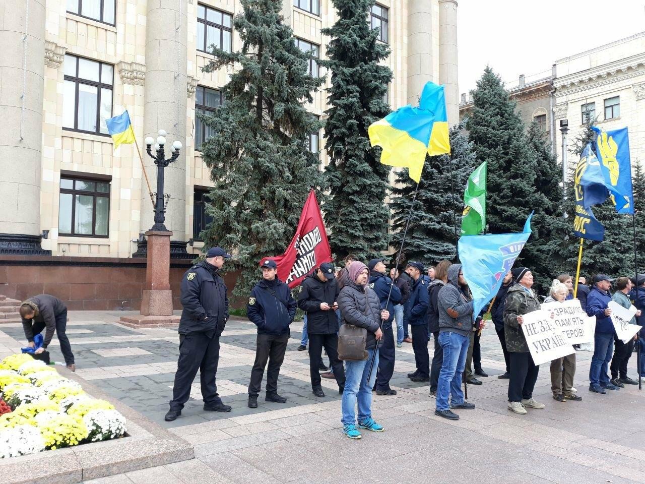 «Сдача национальных интересов Украины недопустима»: в Харькове активисты выступили с требованием к облсовету, - ФОТО, фото-4