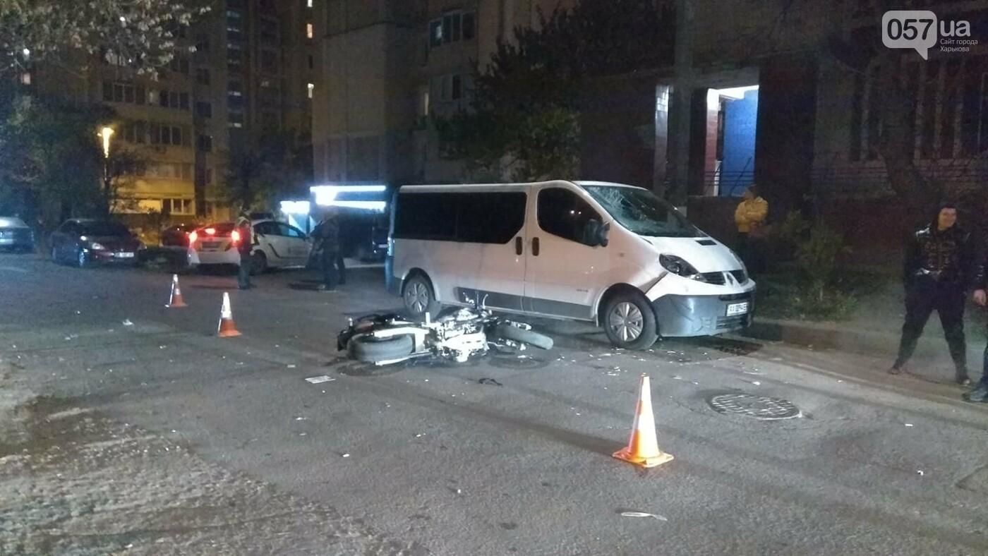 В Харькове мотоциклист попал под колеса микроавтобуса, - ФОТО, фото-2