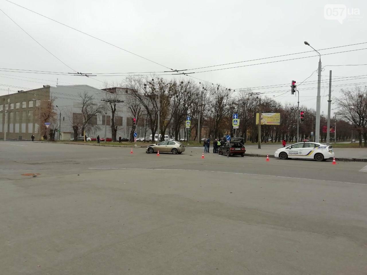 """На Московському проспекті не розминулися автомобілі """"BMW"""" та """"ВАЗ"""", - ФОТО, фото-2"""