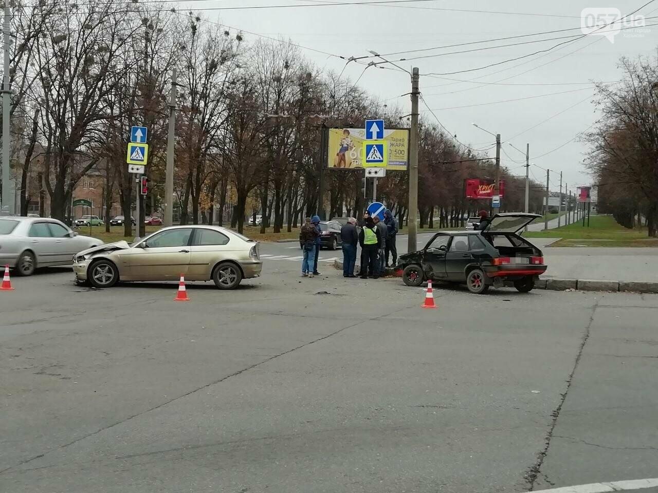 """На Московському проспекті не розминулися автомобілі """"BMW"""" та """"ВАЗ"""", - ФОТО, фото-4"""