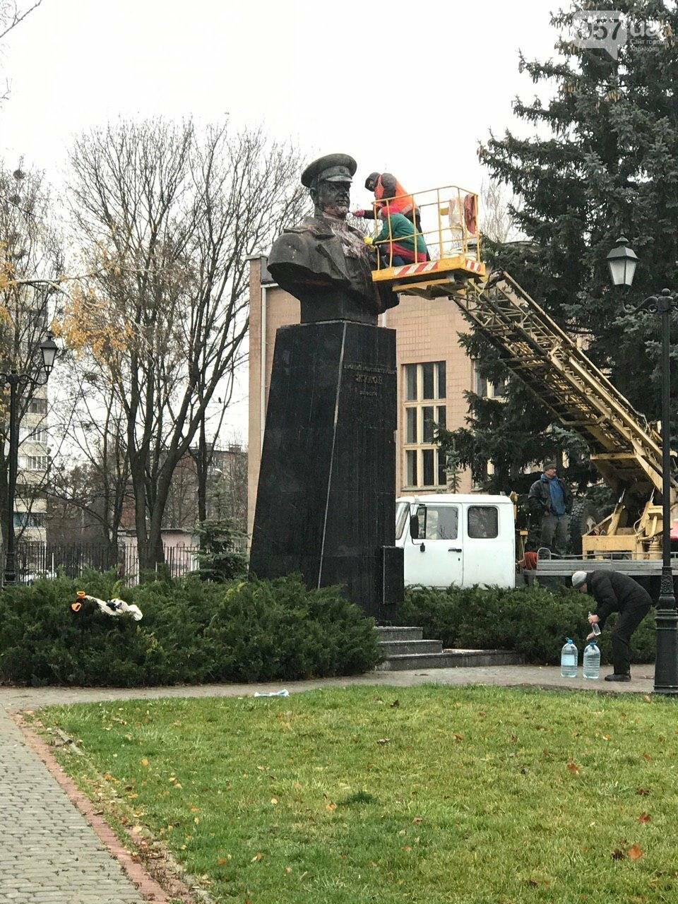 В Харькове неизвестные облили краской памятник Жукову, - ФОТО, фото-1