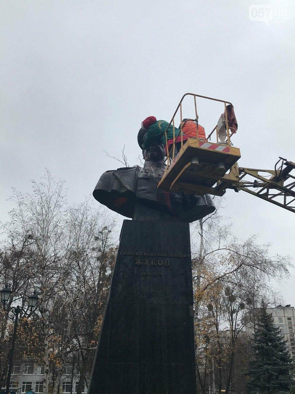 В Харькове неизвестные облили краской памятник Жукову, - ФОТО, фото-3
