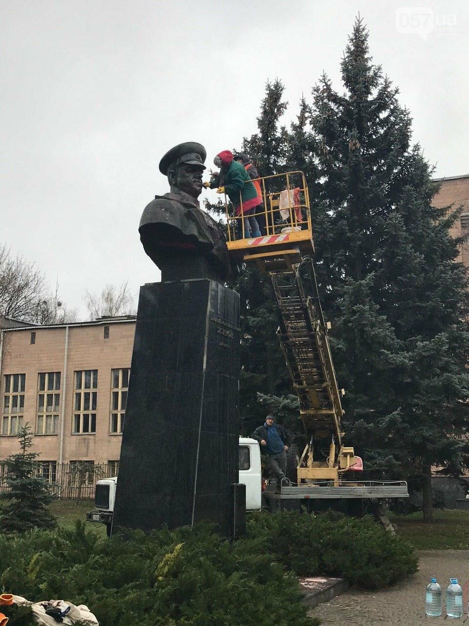 В Харькове неизвестные облили краской памятник Жукову, - ФОТО, фото-8