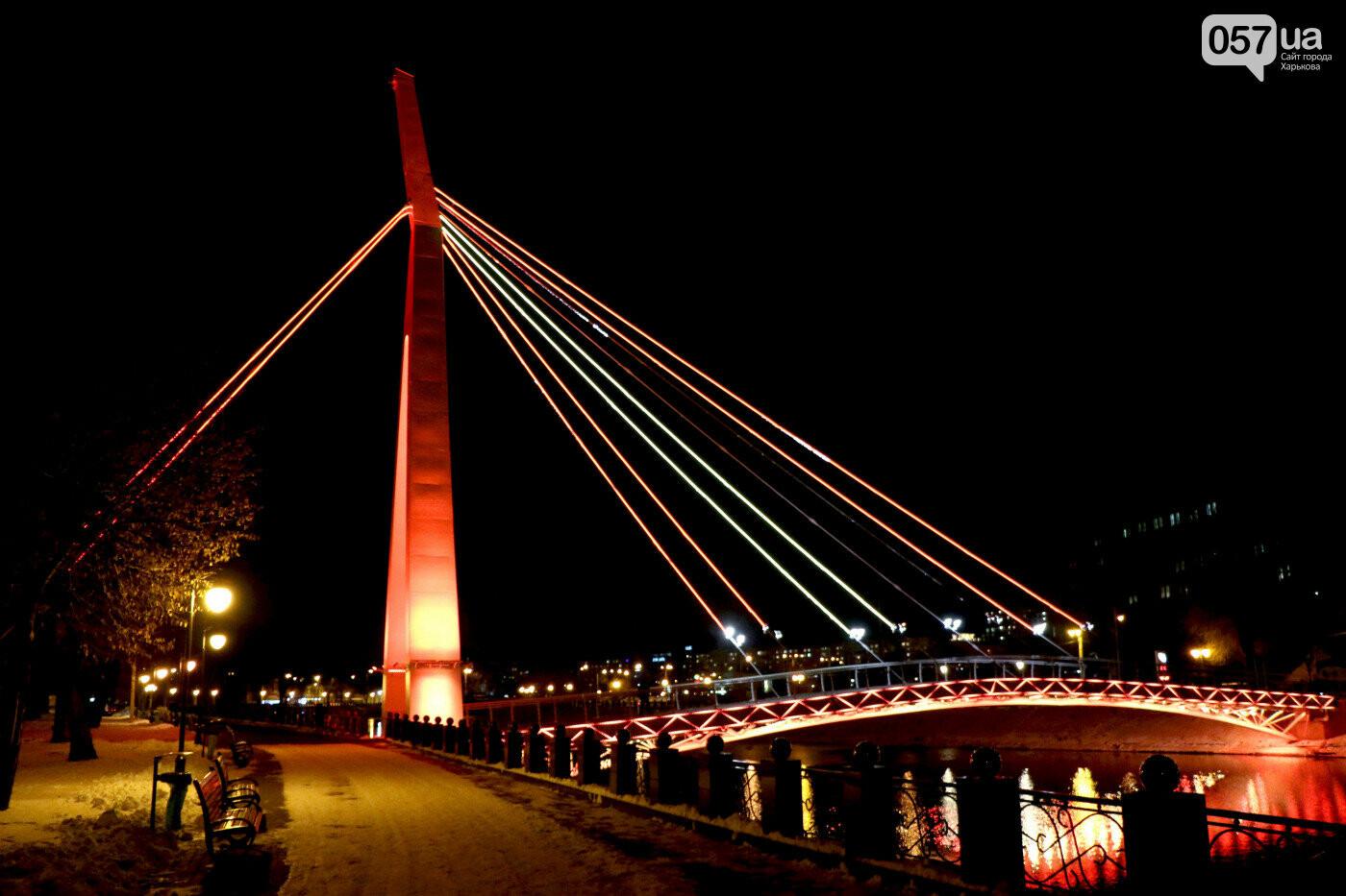 """Мост влюбленных в сквере """"Стрелка"""""""