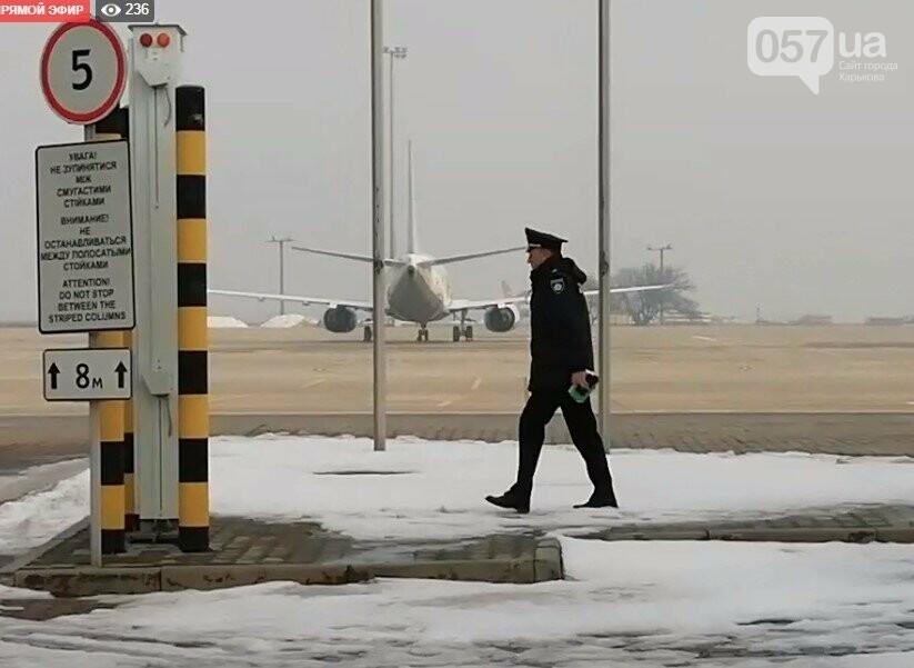 В харьковском аэропорту приземлился самолет с эвакуированными пассажирами из Китая, - ОНЛАЙН-ТРАНСЛЯЦИЯ, фото-16