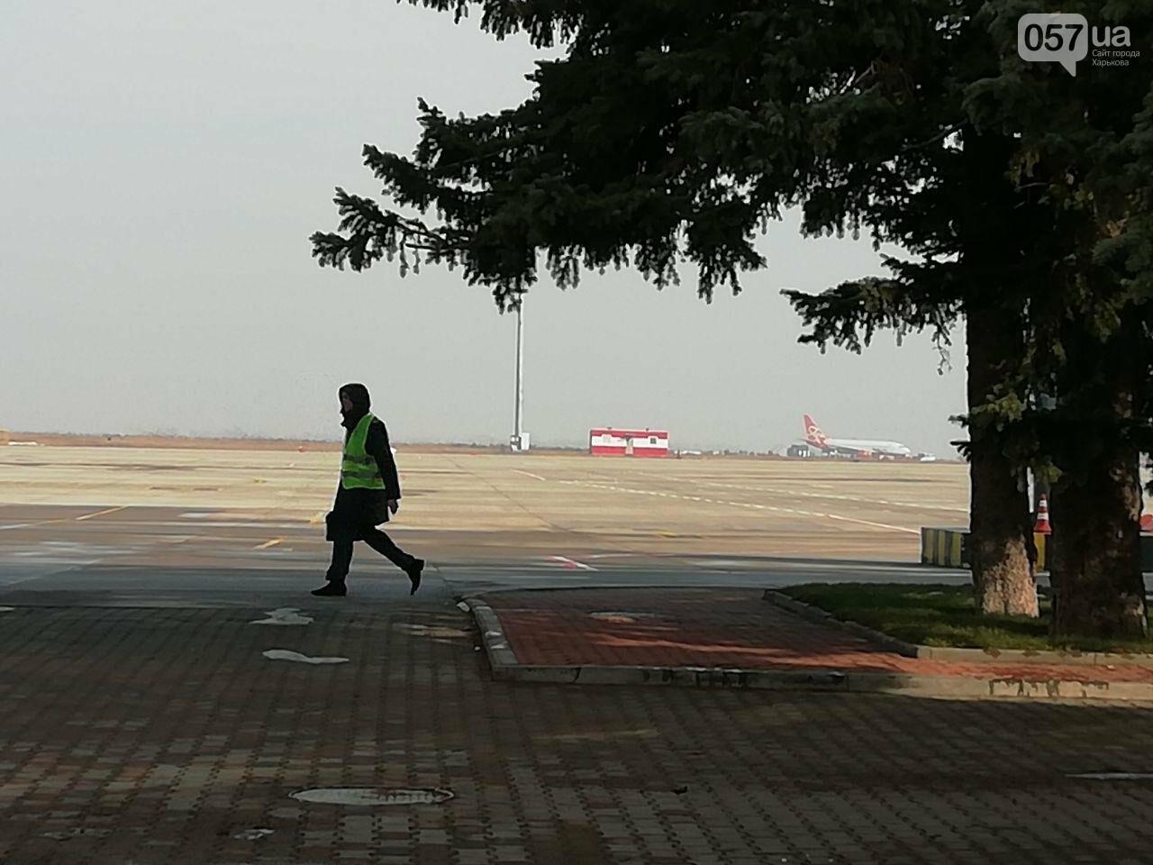 В харьковском аэропорту приземлился самолет с эвакуированными пассажирами из Китая, - ОНЛАЙН-ТРАНСЛЯЦИЯ, фото-12