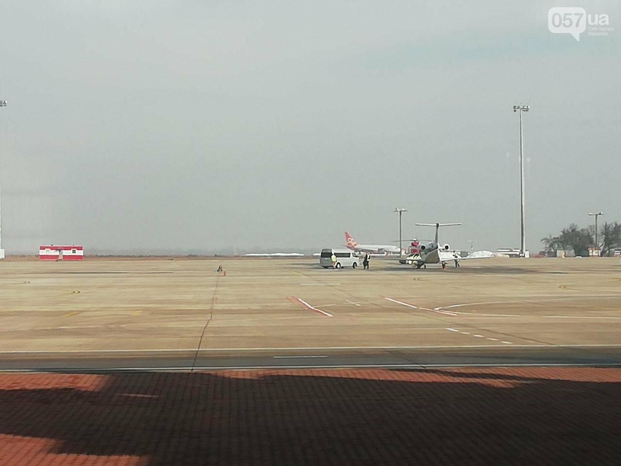 В харьковском аэропорту приземлился самолет с эвакуированными пассажирами из Китая, - ОНЛАЙН-ТРАНСЛЯЦИЯ, фото-11