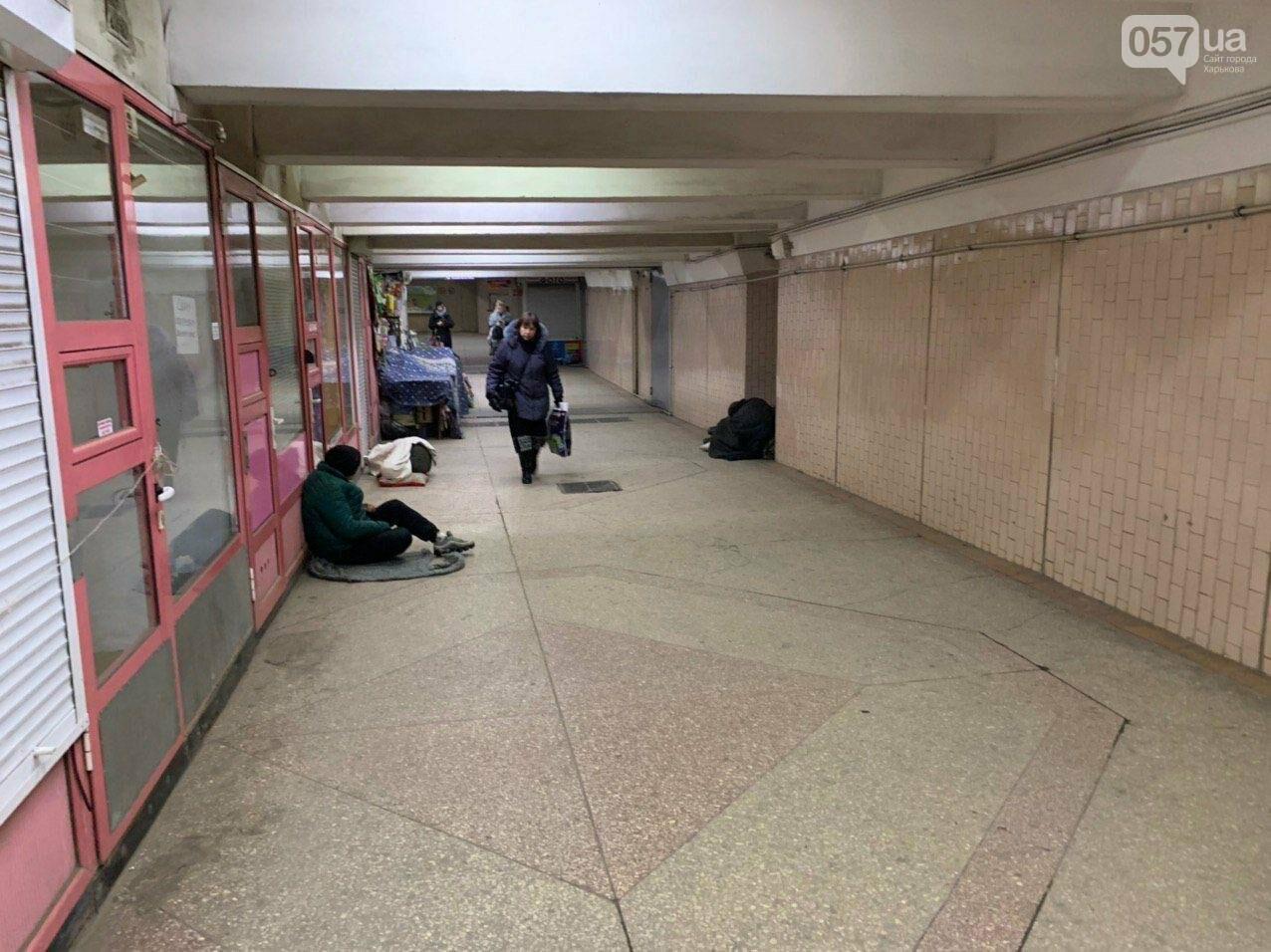 Тепло и комфорт: как бездомные «прописались» в харьковской подземке, - ФОТО, фото-2