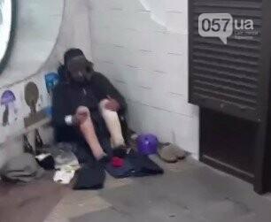 Тепло и комфорт: как бездомные «прописались» в харьковской подземке, - ФОТО, фото-3