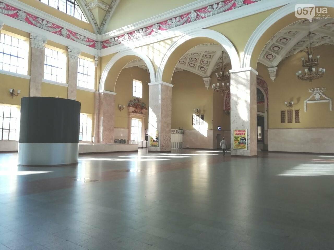 Безлюдный вокзал и дезинфекция трамваев: как живет ЮЖД во время карантина, - ФОТО, фото-16