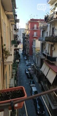 Люди в масках, пустые улицы и штраф за выход из дома: как соблюдают карантин в Неаполе, - ФОТО, фото-2