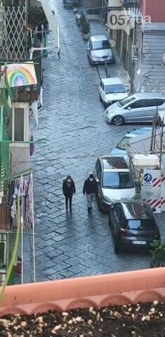 Люди в масках, пустые улицы и штраф за выход из дома: как соблюдают карантин в Неаполе, - ФОТО, фото-6