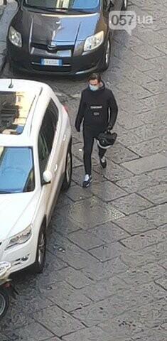 Люди в масках, пустые улицы и штраф за выход из дома: как соблюдают карантин в Неаполе, - ФОТО, фото-5