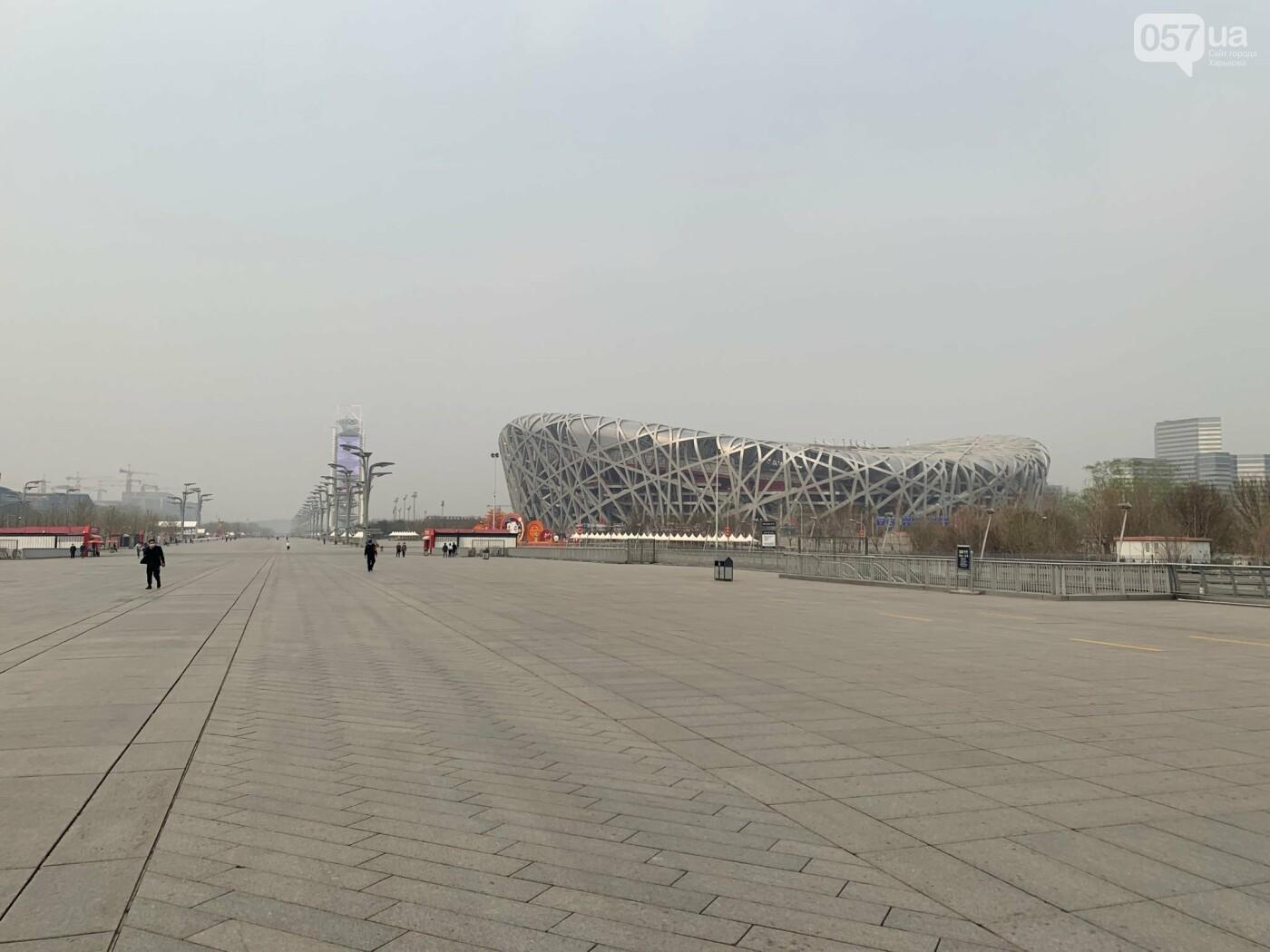 Это олимпийский спорт центр. Очень людное место, но сейчас почти никто не гуляет