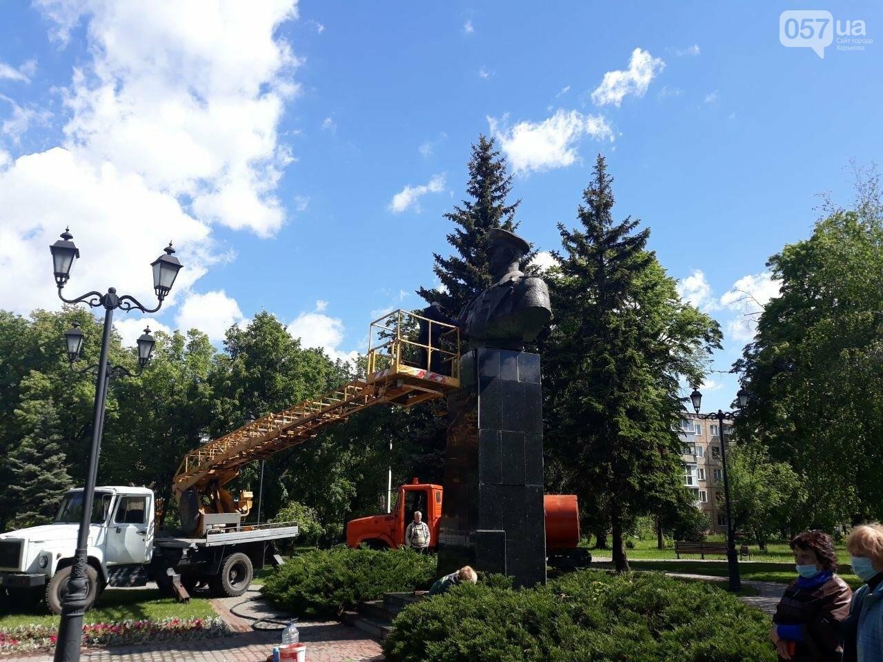 В Харькове неизвестные вновь облили красной краской памятник Жукову, - ФОТО, фото-12