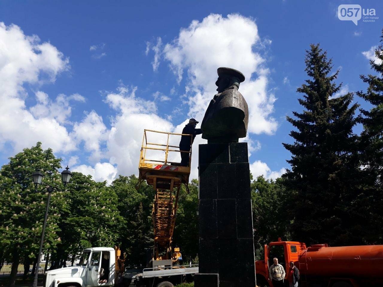 В Харькове неизвестные вновь облили красной краской памятник Жукову, - ФОТО, фото-9