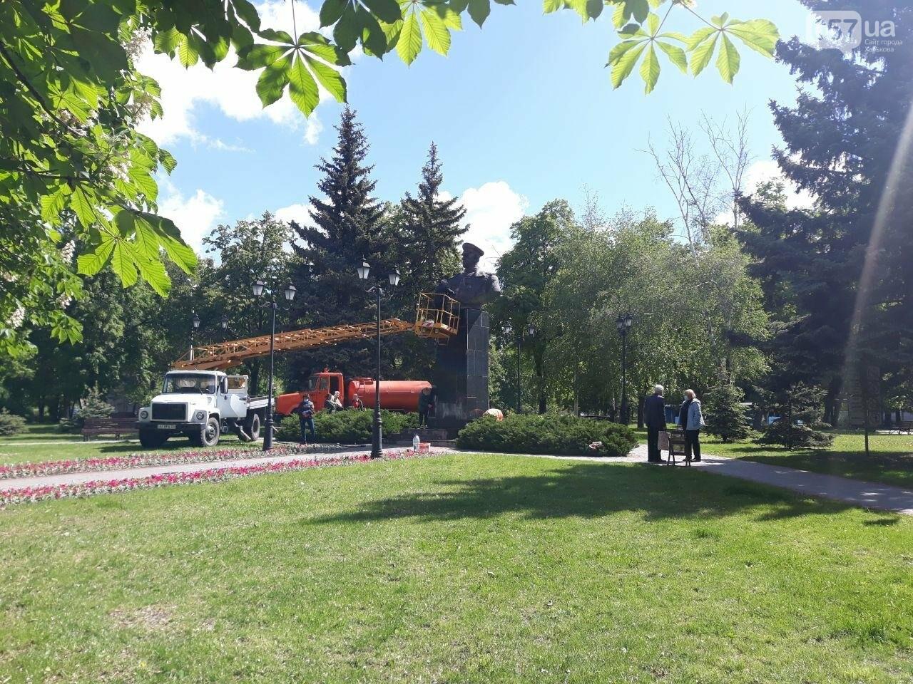 В Харькове неизвестные вновь облили красной краской памятник Жукову, - ФОТО, фото-2