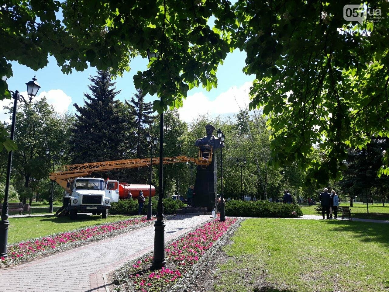 В Харькове неизвестные вновь облили красной краской памятник Жукову, - ФОТО, фото-4