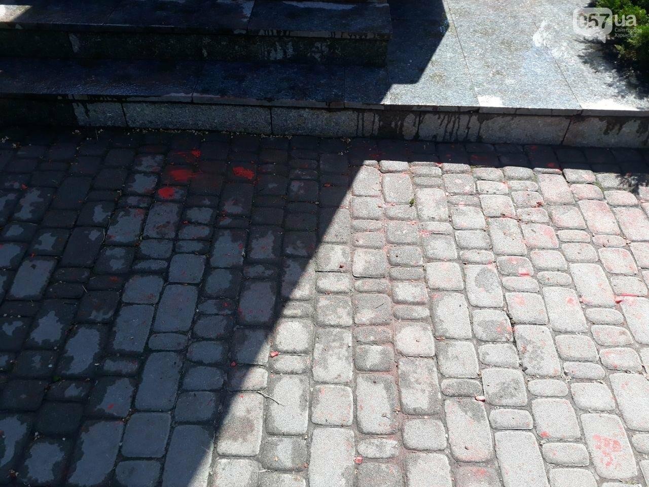 В Харькове неизвестные вновь облили красной краской памятник Жукову, - ФОТО, фото-7