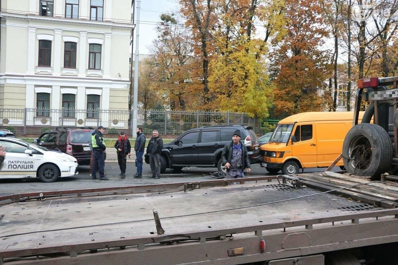 В центре Харькова произошло тройное ДТП: столкнулись два внедорожника и микроавтобус, - ФОТО, фото-10