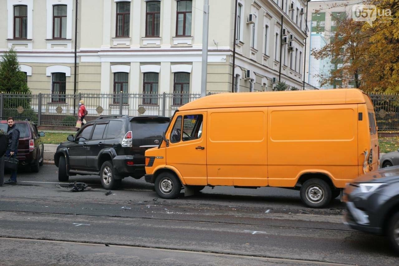 В центре Харькова произошло тройное ДТП: столкнулись два внедорожника и микроавтобус, - ФОТО, фото-8