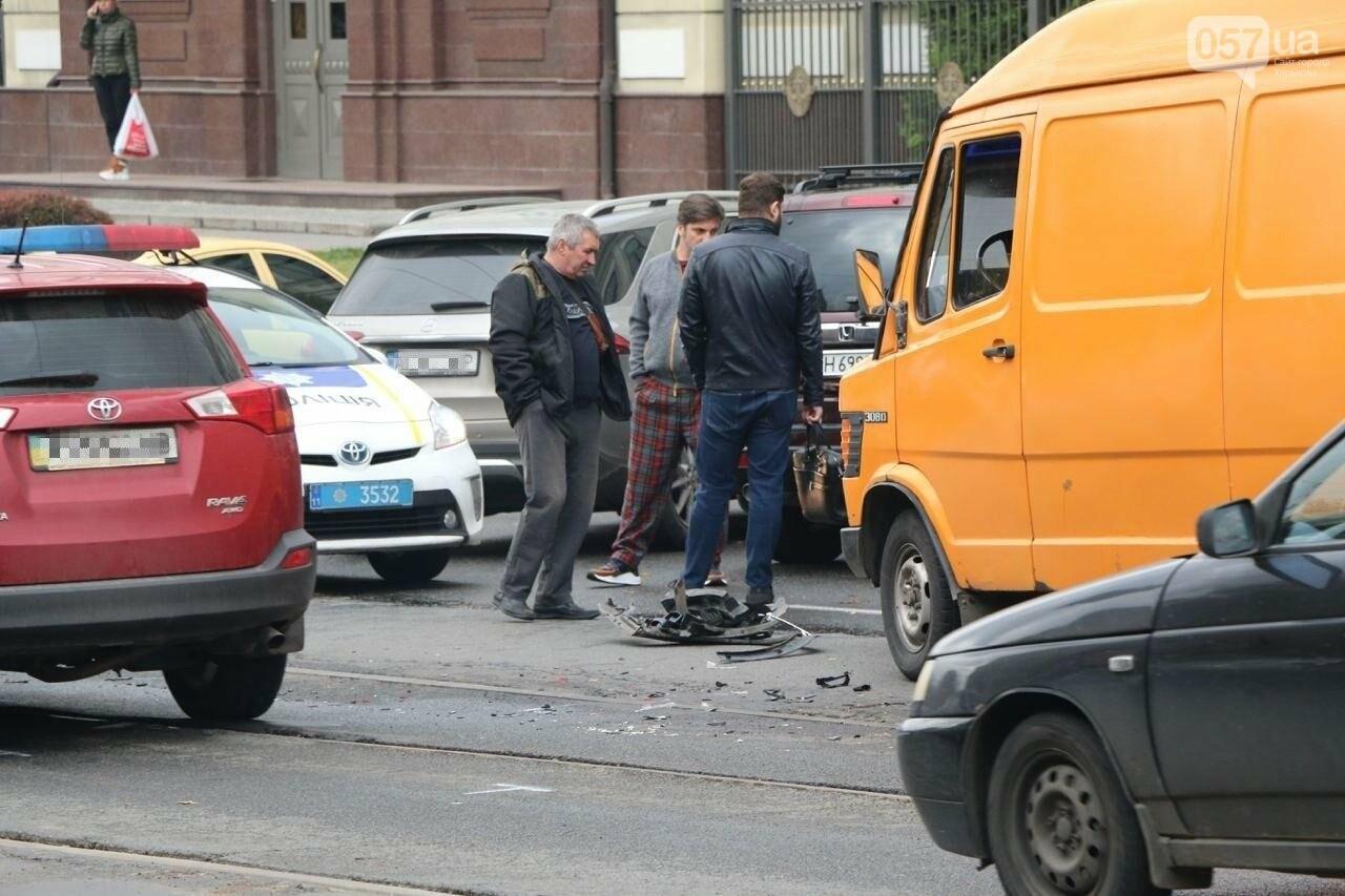 В центре Харькова произошло тройное ДТП: столкнулись два внедорожника и микроавтобус, - ФОТО, фото-5