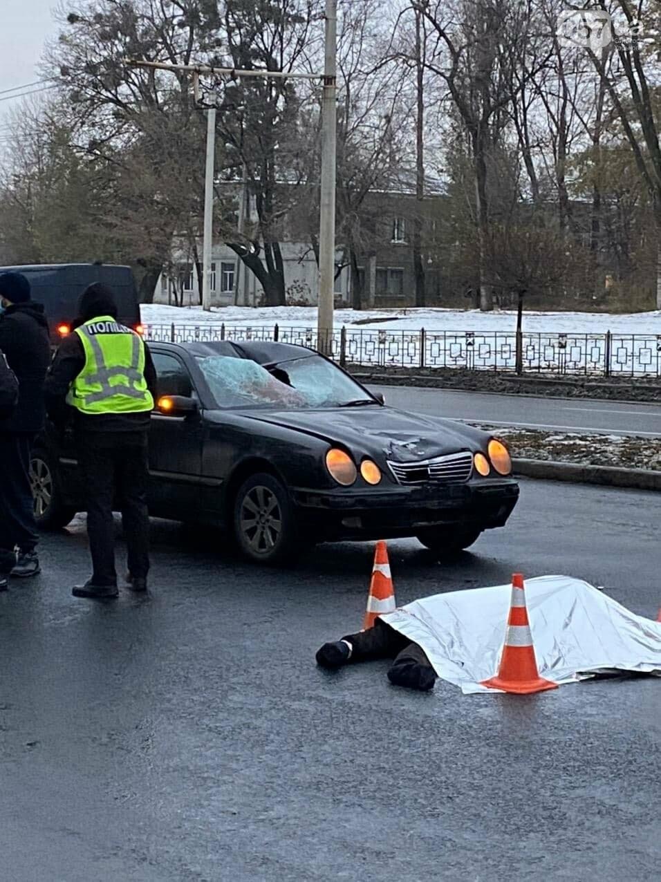 Возле Турбоатома водитель Mercedes сбил насмерть мужчину. От удара пешеходу оторвало голову, - ФОТО 18+, фото-1