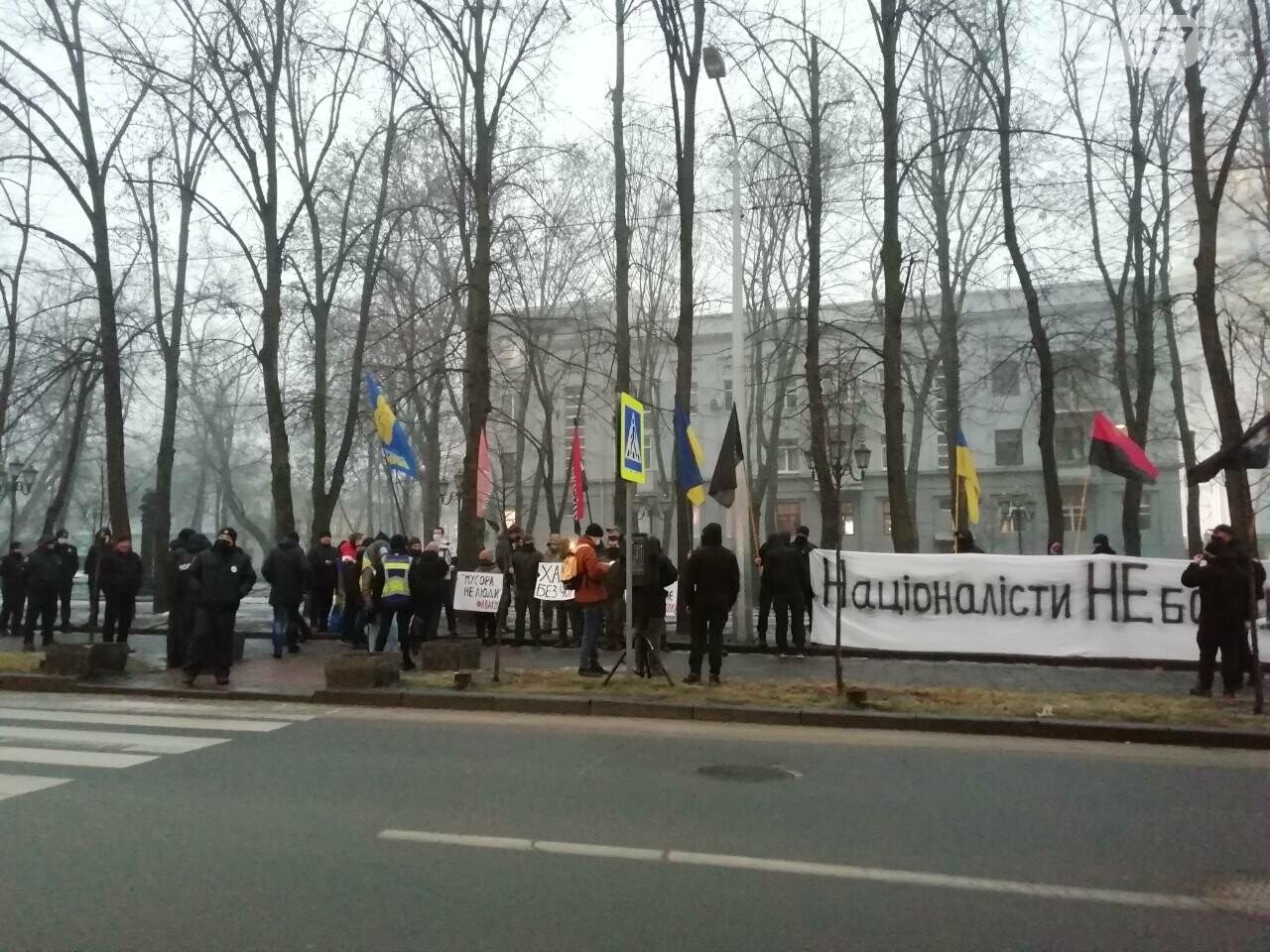 «Мусора - не люди»: из-за слов Авакова в центре Харькова активисты пикетировали облуправление полиции, - ФОТО, фото-6