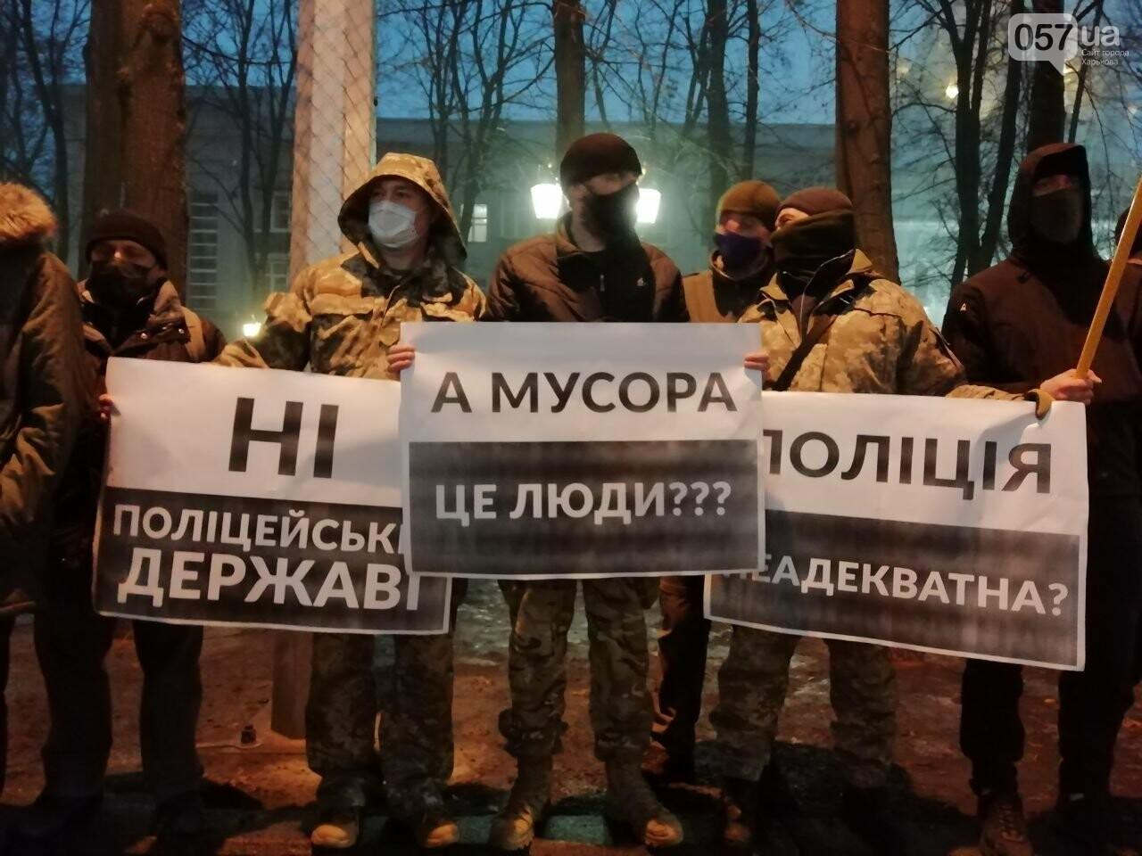 «Мусора - не люди»: из-за слов Авакова в центре Харькова активисты пикетировали облуправление полиции, - ФОТО, фото-8