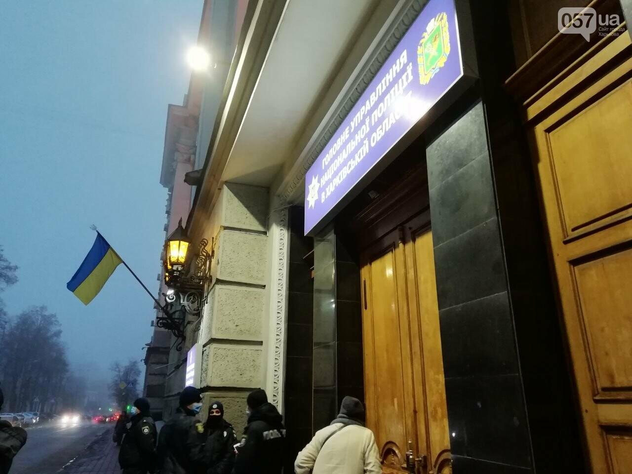 «Мусора - не люди»: из-за слов Авакова в центре Харькова активисты пикетировали облуправление полиции, - ФОТО, фото-13