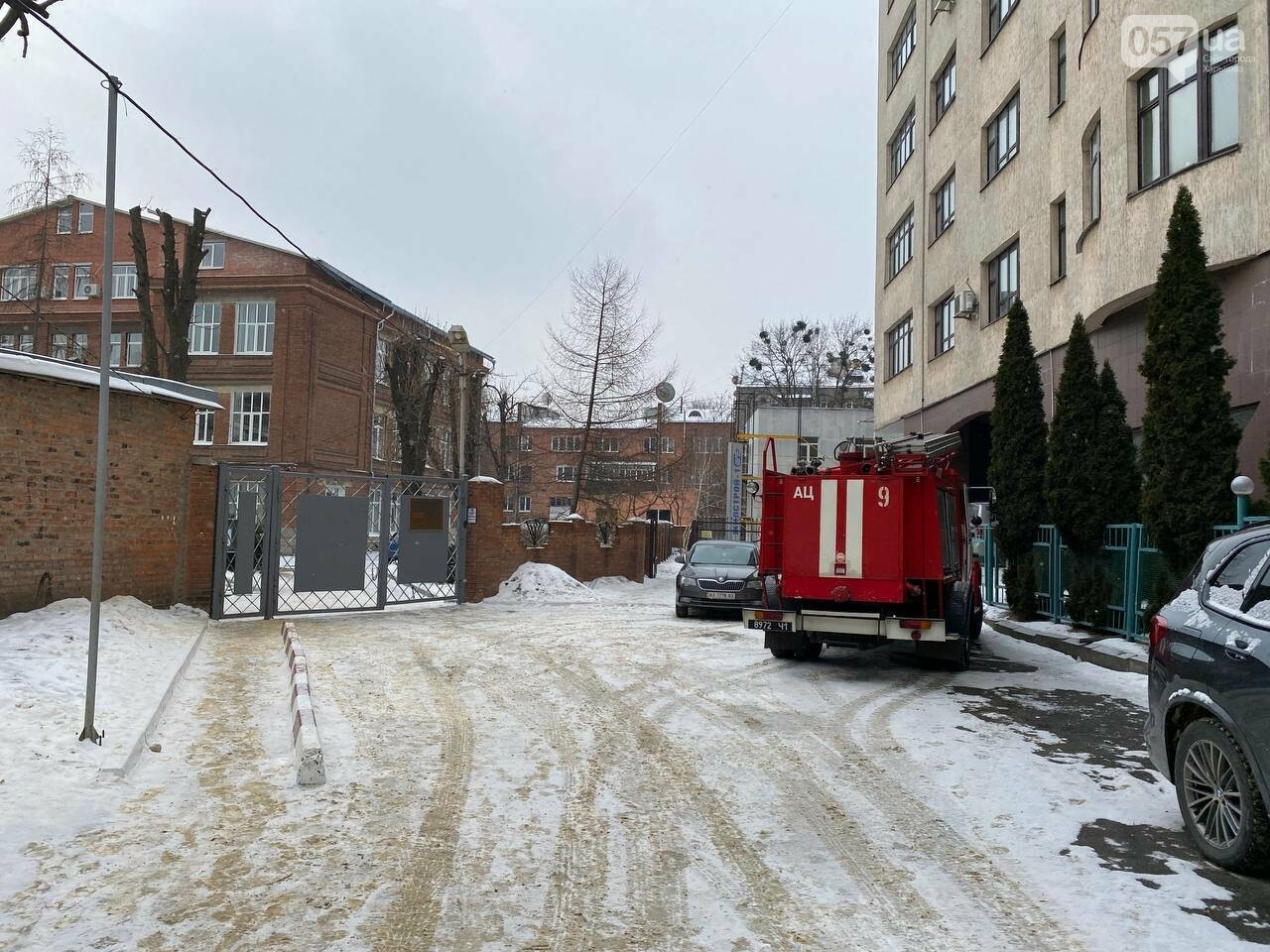 Спецслужбы проверяют информацию по поводу минирования в лицее на улице Ярослава Мудрого, 22