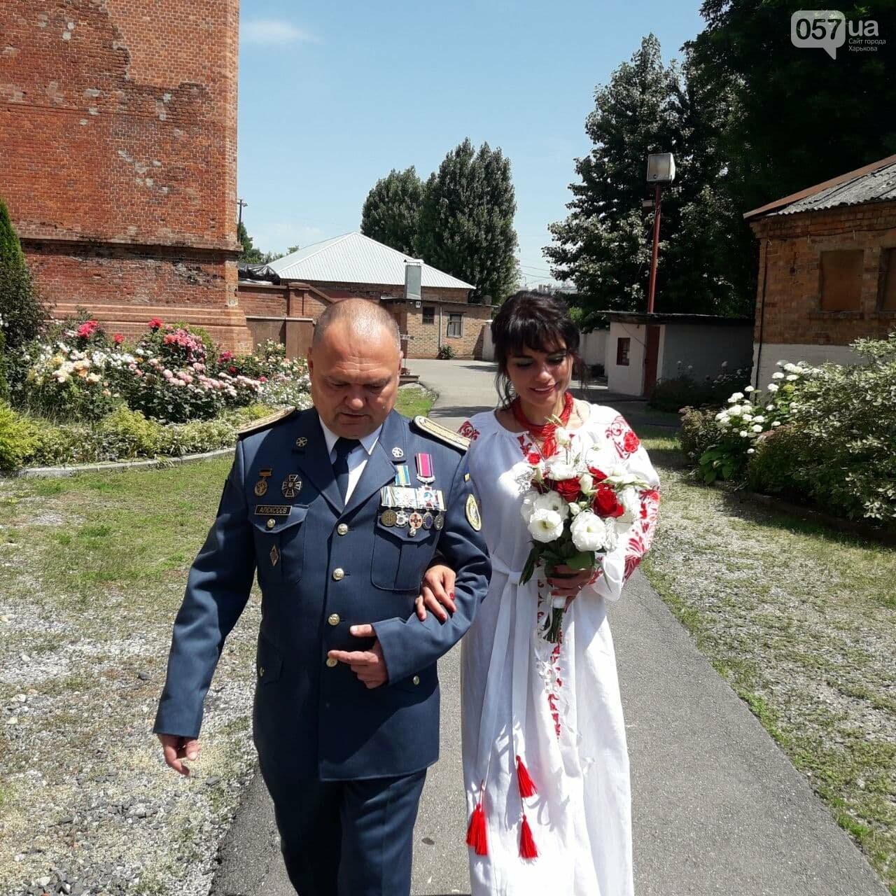 Гарнизоны, война и любовь: в Харькове «Киборг», оборонявший Донецкий аэропорт, обвенчался с супругой после 25 лет брака, - ФОТО, фото-1