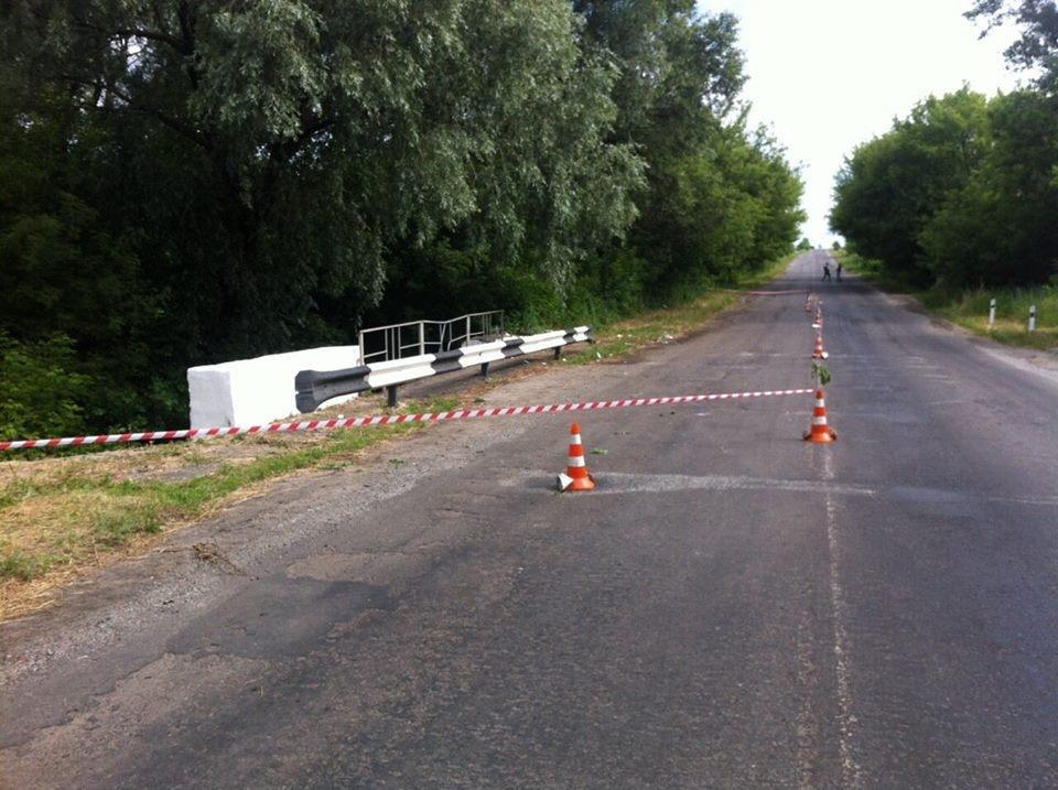 В Луганской области перевернулся микроавтобус из Харькова: 12 человек пострадали , фото-1