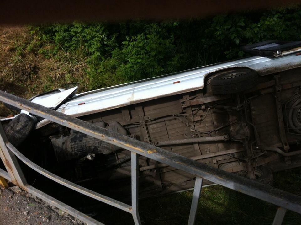 В Луганской области перевернулся микроавтобус из Харькова: 12 человек пострадали , фото-3
