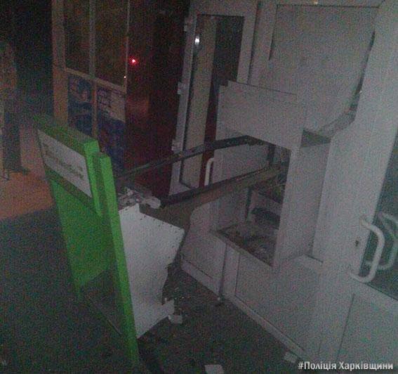 В Харьковской области неизвестные в камуфляже взорвали банкомат и украли деньги , фото-1