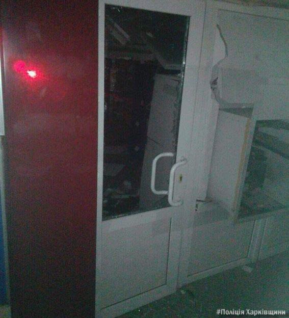 В Харьковской области неизвестные в камуфляже взорвали банкомат и украли деньги , фото-2