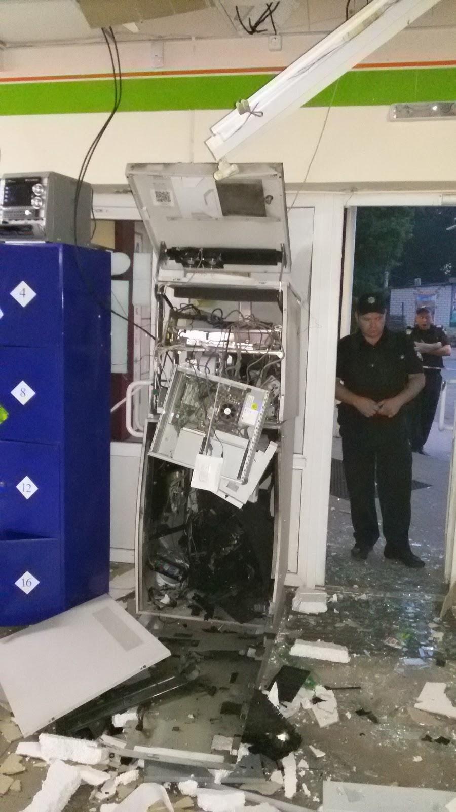 В Харьковской области грабители взорвали банкомат газовоздушной смесью (ФОТО) , фото-1
