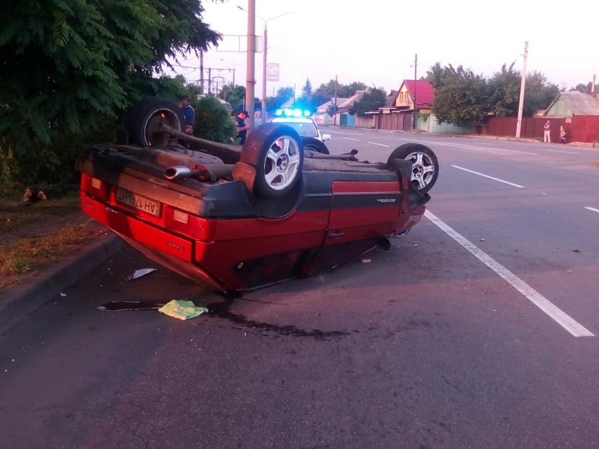 """На Салтовке """"ВАЗ"""" врезался в дерево и перевернулся, водитель сбежал (ФОТО) , фото-2"""