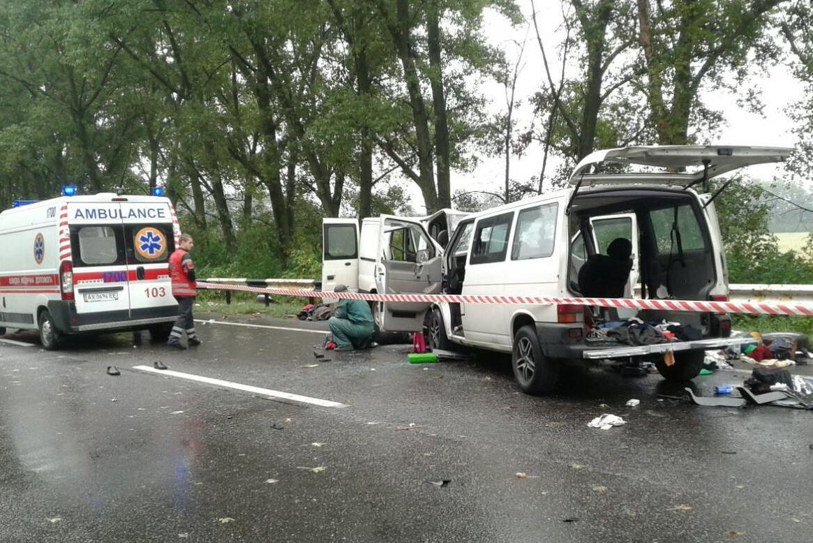 Лобовое столкновение заполненных людьми микроавтобусов под Харьковом: 2 погибших, 17 пострадавших (ФОТО), фото-4
