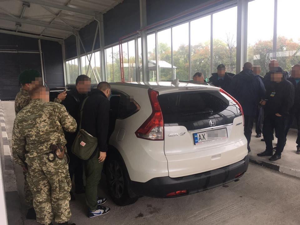 В Харьковской области задержали работника суда и экс-милиционера, которые переправляли в Россию стероиды (ФОТО) , фото-1