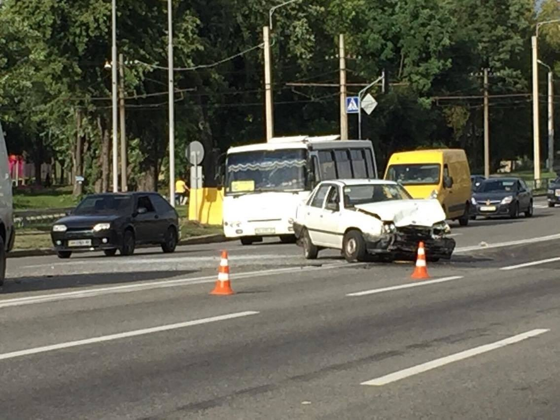 В Харькове не разминулись четыре автомобиля (ФОТО) , фото-2